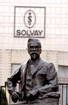 A statue of Ernest Solvay