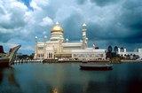 Brunei landmark - Omar Ali Saifuddin Mosque in Bandar Seri Begawan
