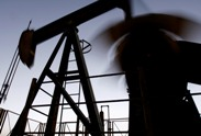 US crude futures surge $2.99/bbl on falling inventories