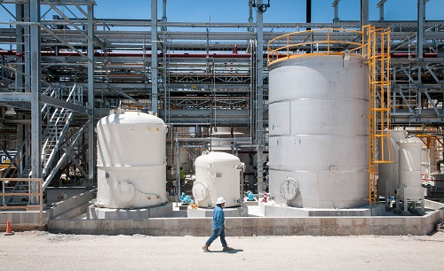 A hydrochloric acid plant in San Antonio, Texas, recycles carbon dioxide from a neighbouring concrete plant to produce HCl and sodium bicarbonate. (Courtesy of Skyonic)