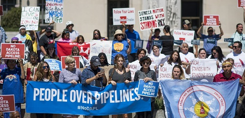 Activists protest the Dakota Access pipeline project in August at the federal courthouse in Washington, DC. (ddp USA/REX/Shutterstock)