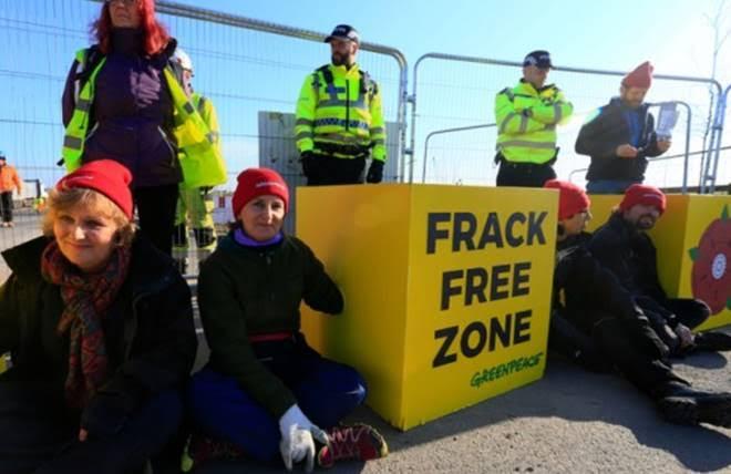Greenpeace protestors block entrance to Cuadrilla