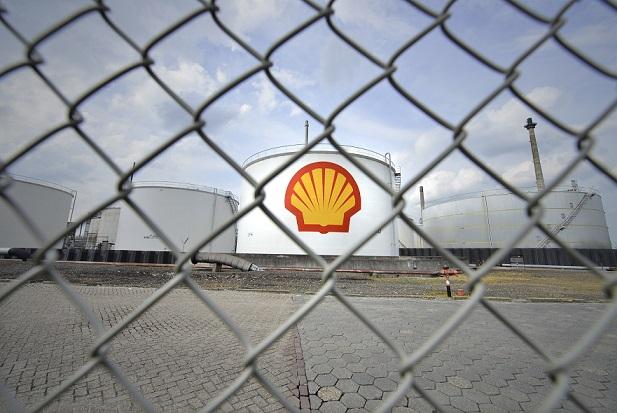 Shell Pernis site behind fence. Source - Hollandse Hoogte, REX, Shutterstock.jpg