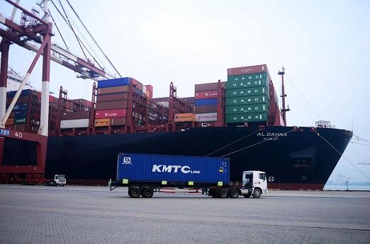 Qingdao port 1 December